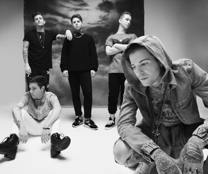Listen: The Neighbourhood - R.I.P. 2 My Youth