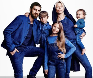 H&M LAUNCHES CONSCIOUS DENIM COLLECTION