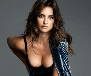 Penelope Cruz Named The Sexiest Woman Alive 2014