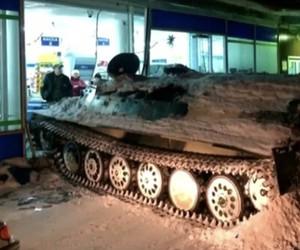 Russian Guy Steals Tank and breaks in Supermarket
