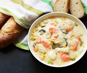 Creamy Seafood and Corn Chowder