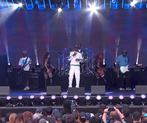 "Snoop Dogg at Jimmy Kimmel Live – ""Trash Bags"""