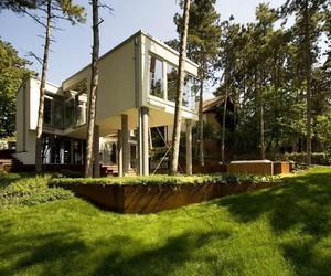 Summer House on Pillars by Munkacsoport.net