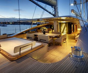 Alloy Yachts Vertigo 220 Superyacht