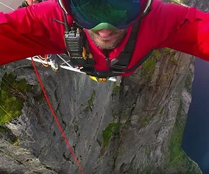 Carlos Muñoz makes the worlds highest bungee jump