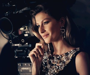 Gisele directed by Baz Luhrmann for Chanel No5