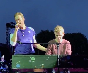 19-year-old pianist plays at Coldplay concert