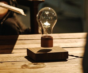 Flyte: Levitating Light Bulbs