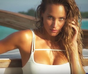 "Hannah Jeter poses for ""Sports Illustrated"""