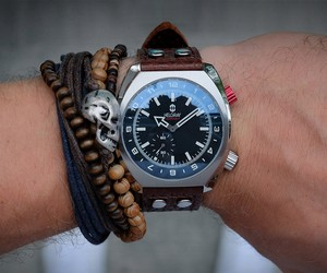 Helgray Hornet Watch