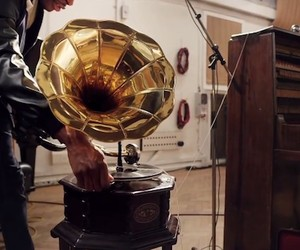 A history of recorded music in 90 seconds