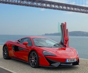 Jake Betteridge films the McLaren 570S