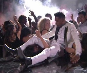 Miguel Drop Kicks Fans at Billboard Music Awards