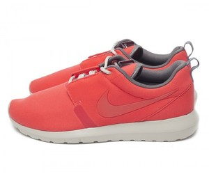 Nike - Rosherun NM Light crimson/university red