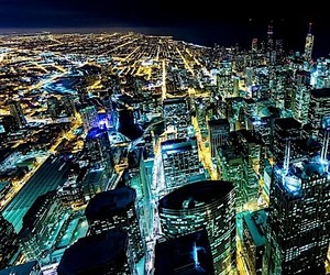 Video: Windy City Nights - Chicago at night